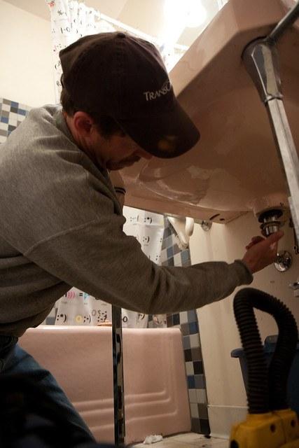 man fixing pipe leakage