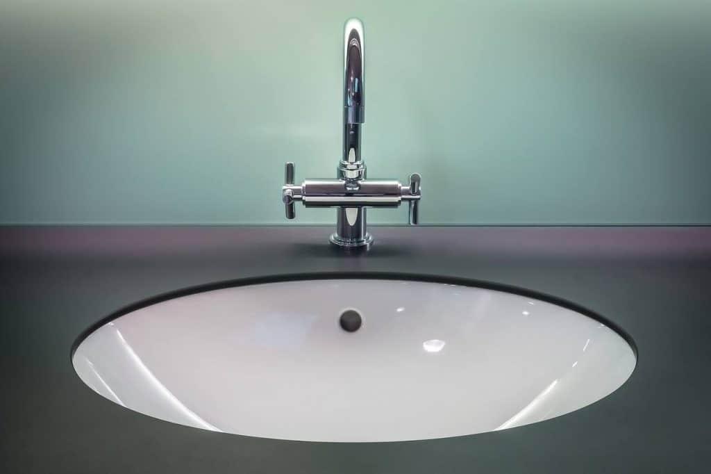 faucet sink clean